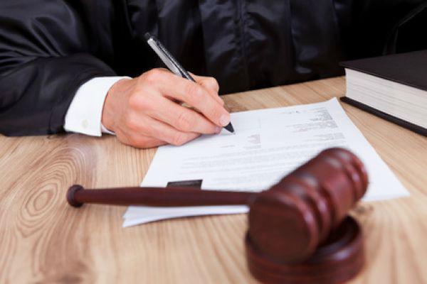 Судебный процесс без истца или ответчика