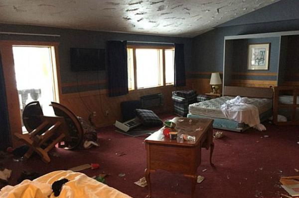 Погром в гостиничном номере